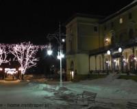 Mini Traper - Park Zdrojowy nocą