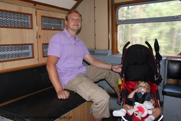Mini Traper - dziecko w pociągu